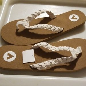 Size 12 Tan and white flipflops